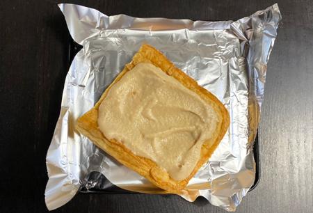 摺り下ろした柚子皮を適量加えまぜ手あげの一面に伸ばすように全体にぬる。