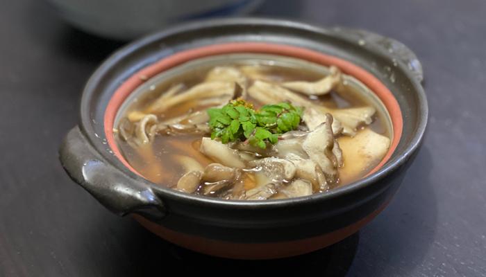 寄せ豆腐と舞茸の小鍋