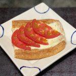 油揚げのトマトチーズ焼